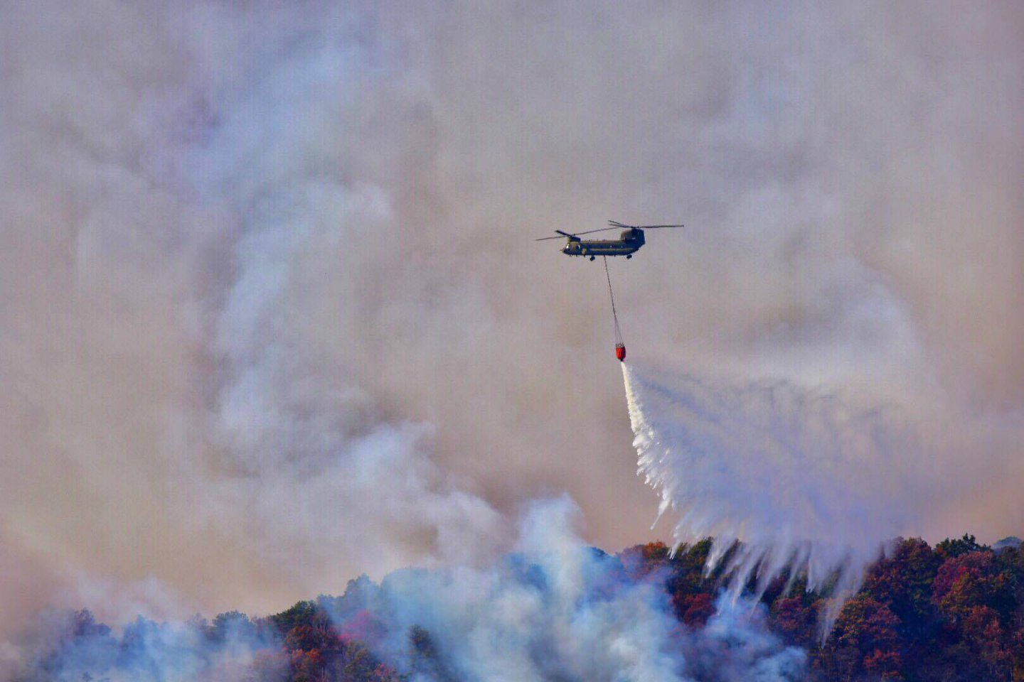 Chinook dropping  water on Table Rock fire